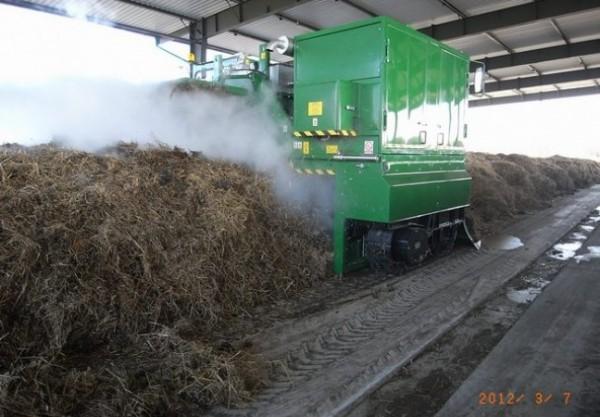 przerzucarka-kompostu---f000063368